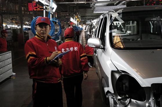 北方学校毕业学子在汽车店实习.jpg