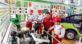 要求每个学员熟练使用四轮检测仪器等先进设备